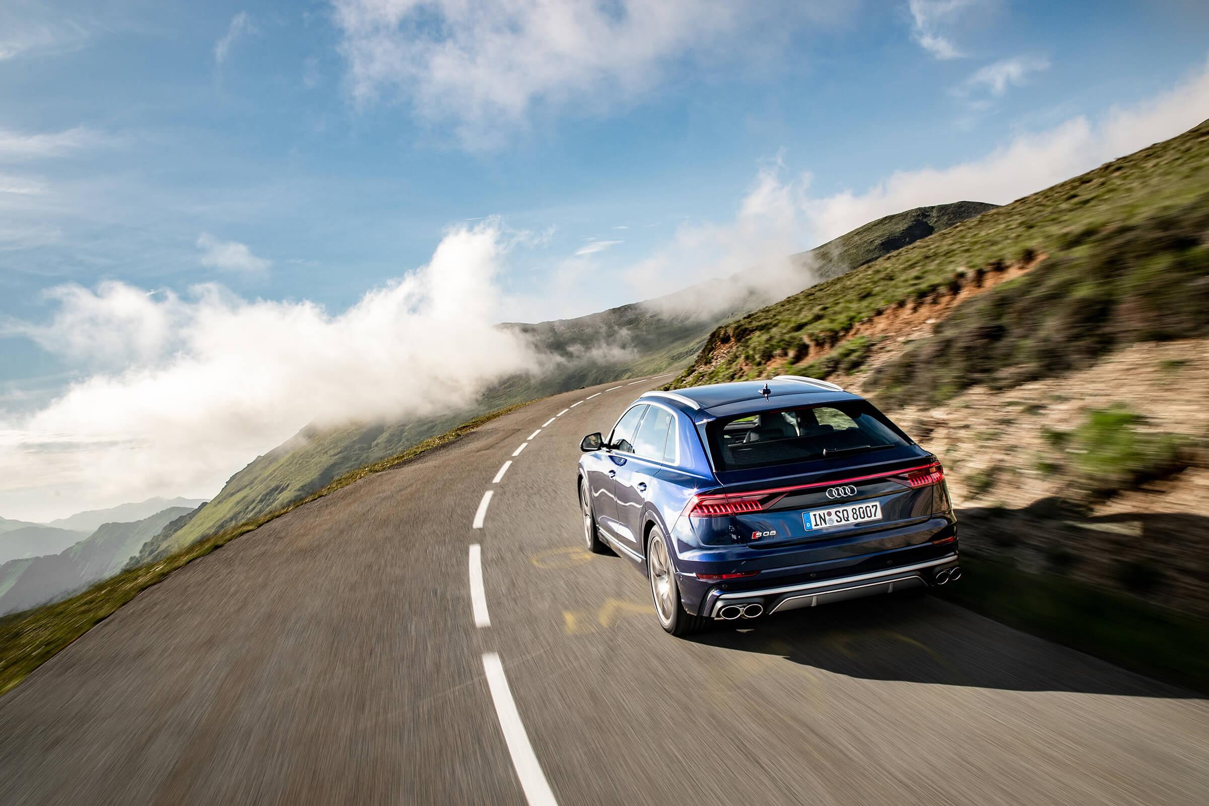 Audi SQ8 - Σε κίνηση, πίσω όψη
