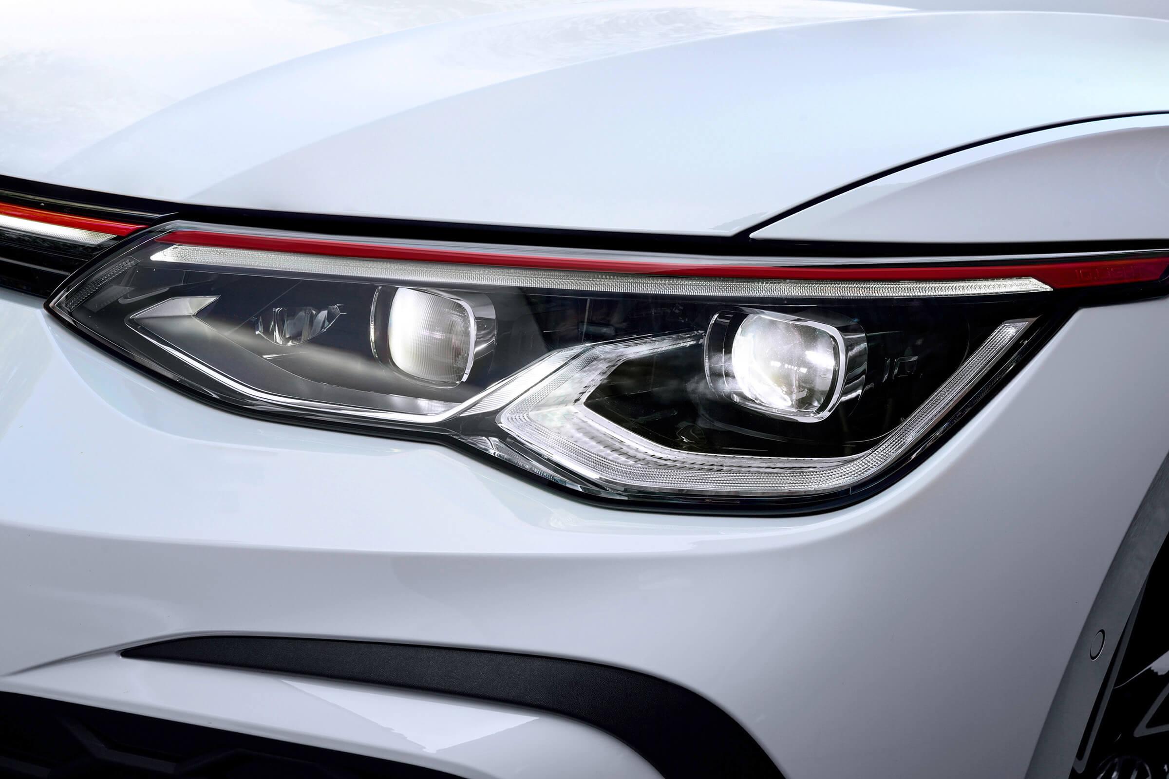 Νέο Volkswagen Golf GTI - Προβολείς LED