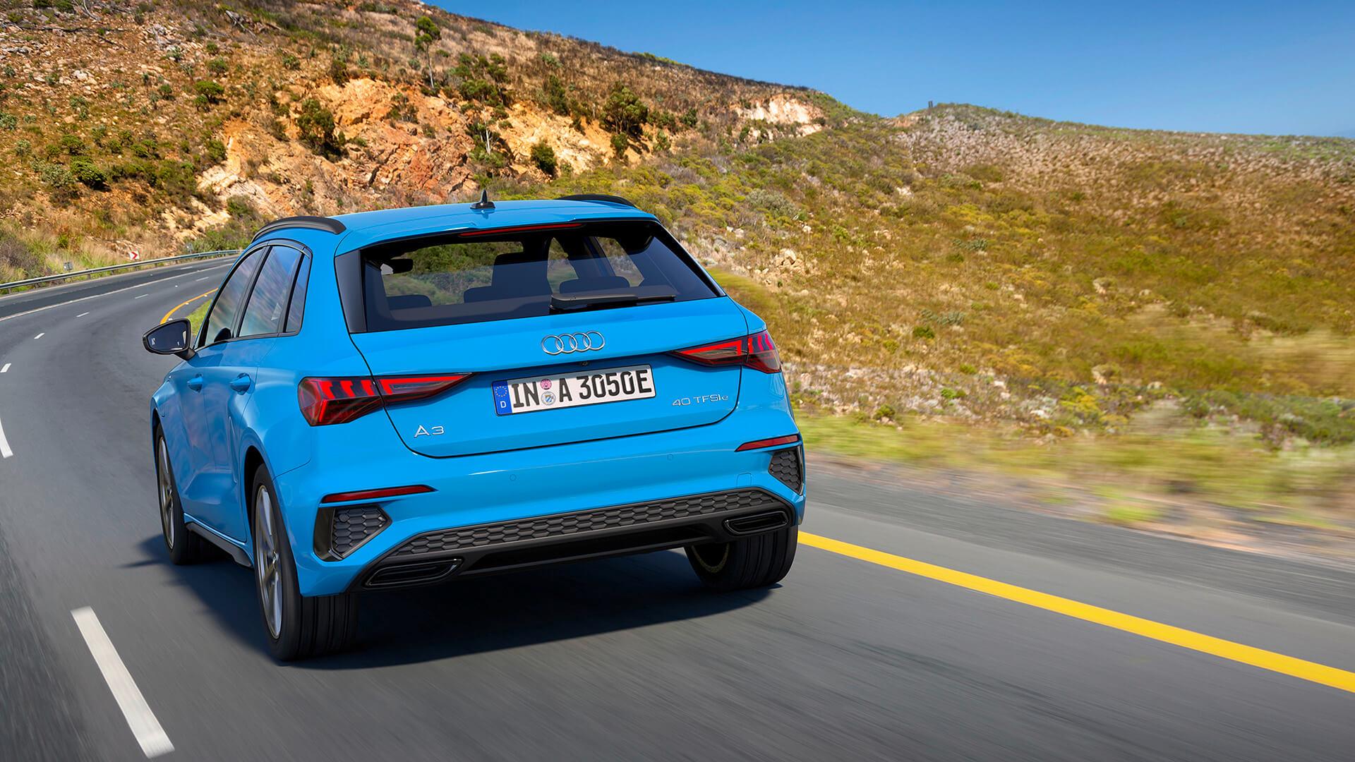 Audi A3 Sportback 40 TFSI e - Πίσω όψη, λήψη σε κίνηση
